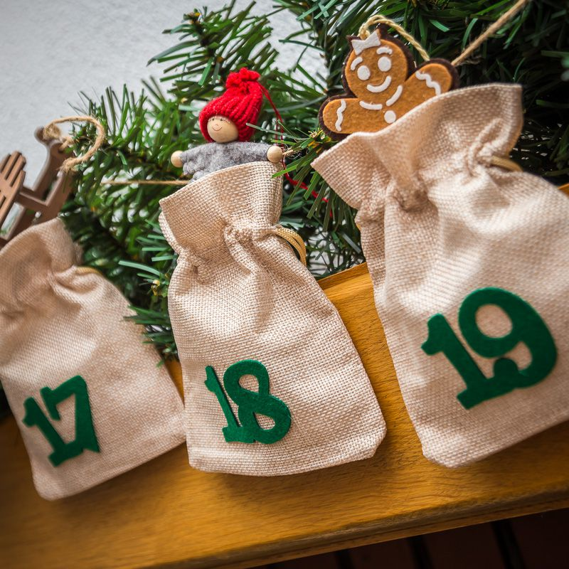Advent calendar jute bags sized 12 x 15 cm - natural bright colour + green numbers
