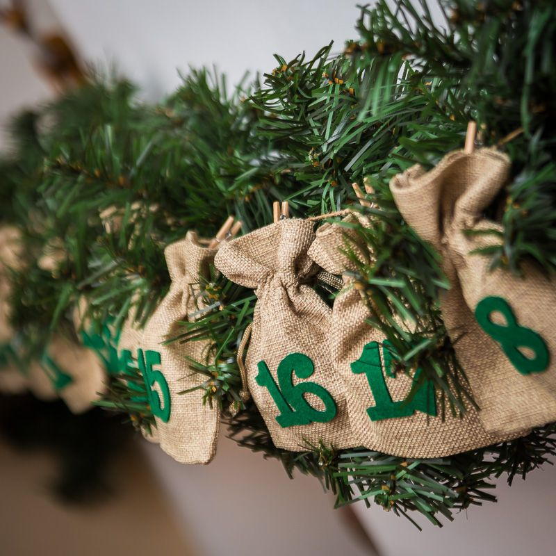 Advent calendar jute bags sized 11 x 14 cm - natural + green numbers