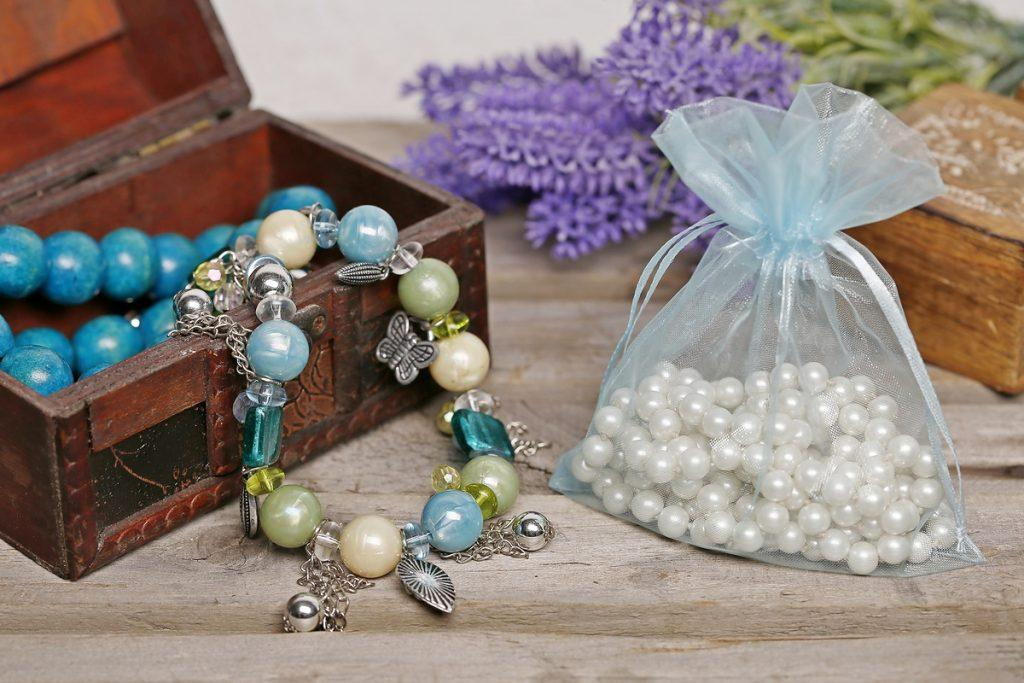 How to store jewellery in organza bags