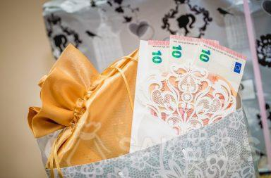 Banknotes as gift wrapping paper