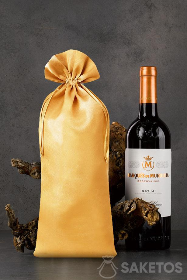 Golden satin pouch with dimensions of 16x37 cm as a packaging for a bottle of wine