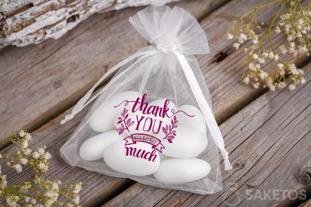 Thanks to the wedding guests - organza bag with almonds