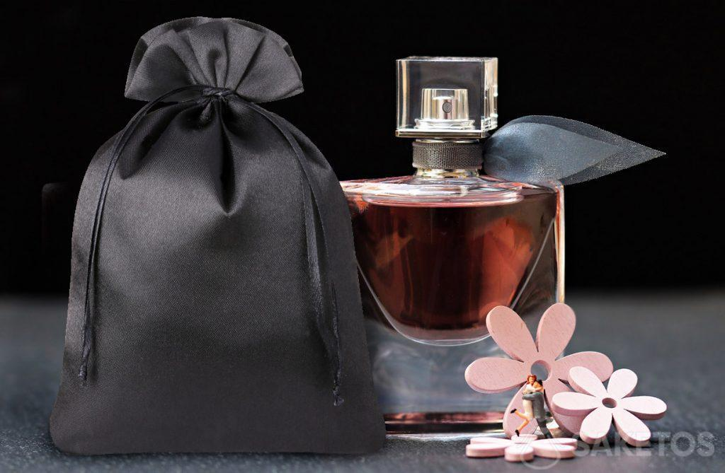 An elegant pouch of black satin for perfumes