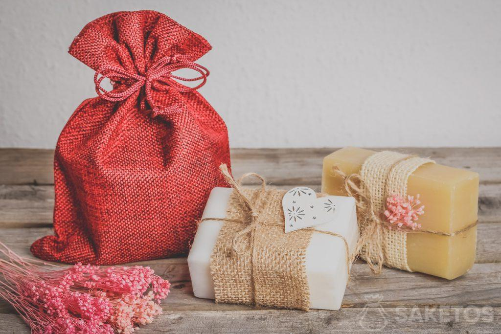 Natural cosmetics, e.g. handmade soap look great packaged in a jute bag.