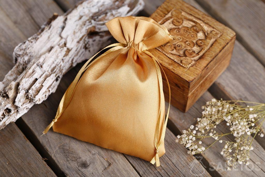 A golden satin pouch and a small wooden casket for souvenirs