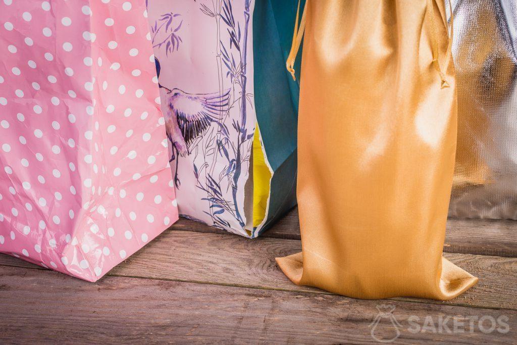 Material bags always look neat and elegant