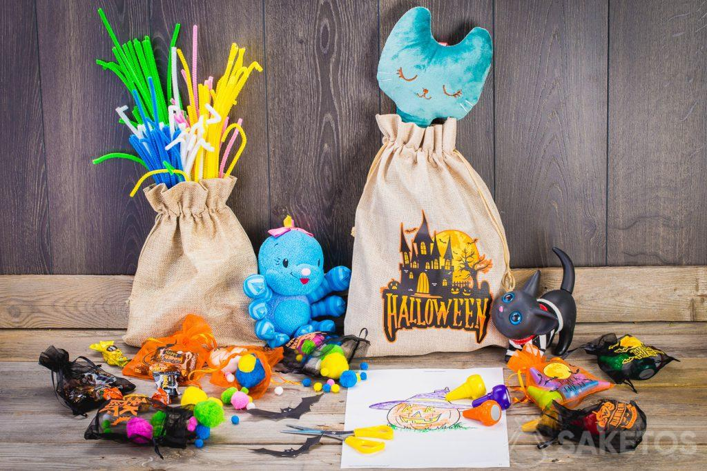 Bags can easily be used to decorate a children's room for Halloween.
