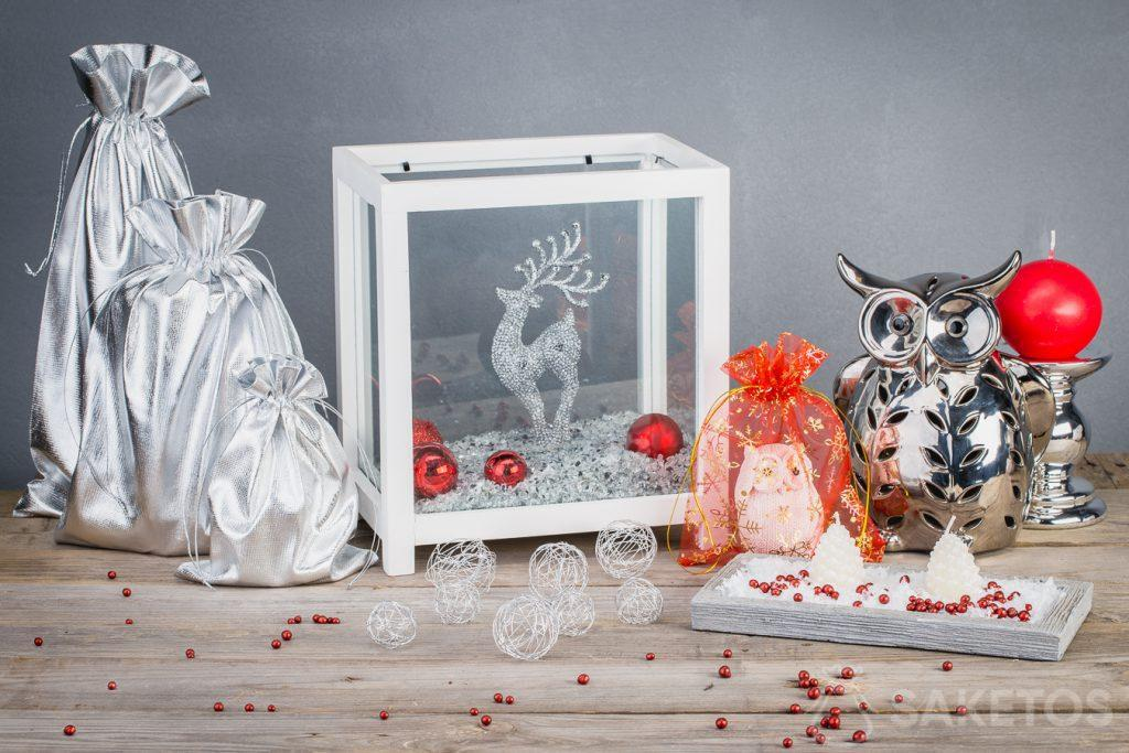 Metallic pouches make Christmas decorations look modern