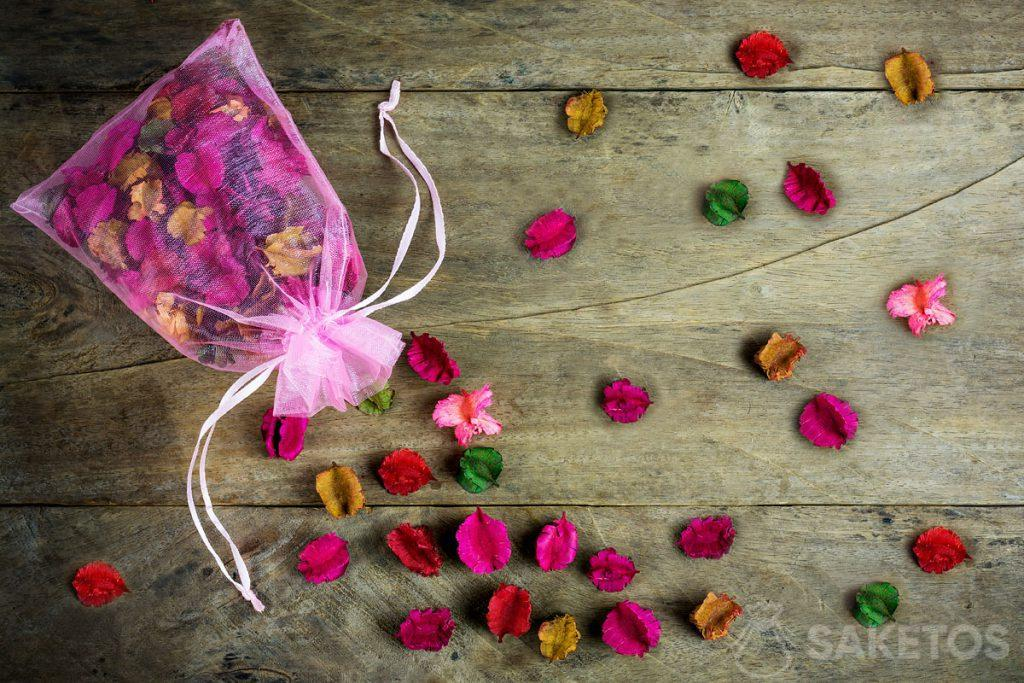 Organic bags can also store dried flowers