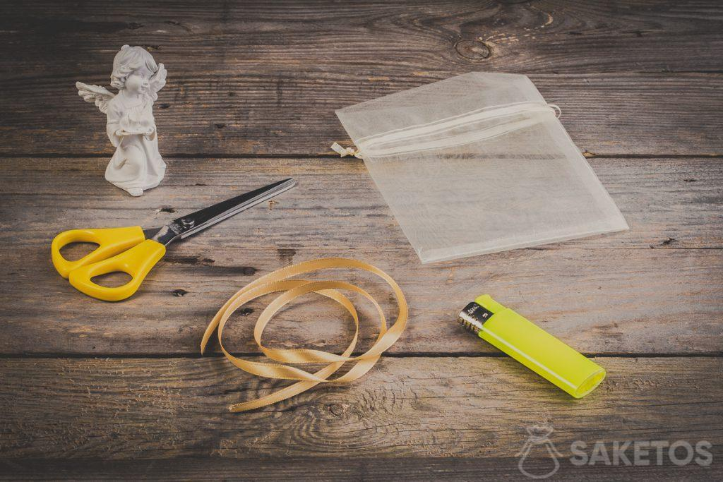 Step 1 – First, prepare the accessories you will need