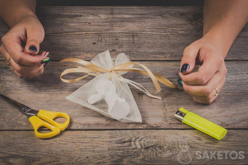 Ribbon bow tied on an organza bag - step 10