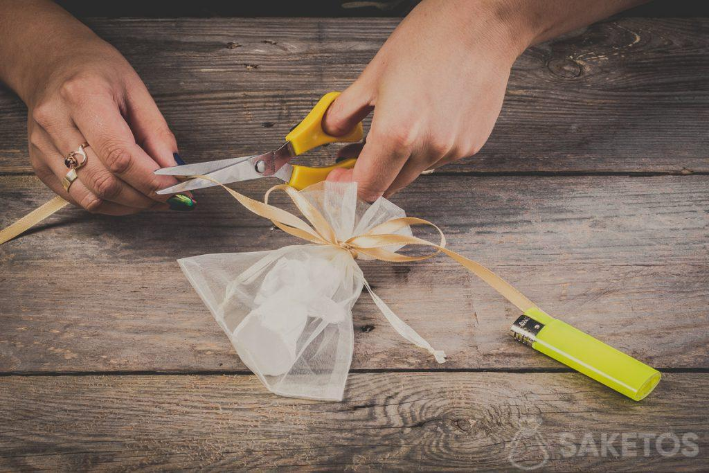 Cutting bow ends when using a ribbon - step 11