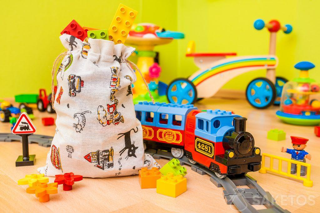 Material bags are ideal for storing toys and wrapping children's gifts