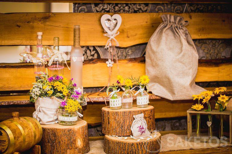 Decorative rustic bags for the wedding table