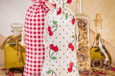 Linen bags featuring a print for decorating the kitchen