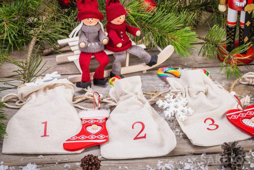 Linen bags allow you to create an Advent calendar in a rustic style