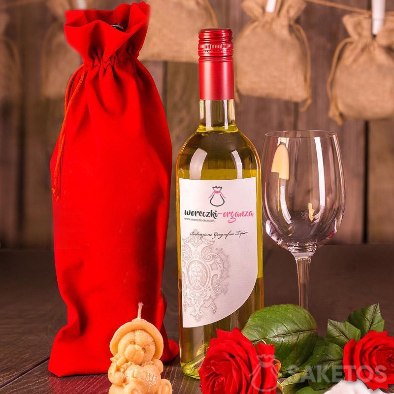 Red velour wine bag 16x 37 cm.