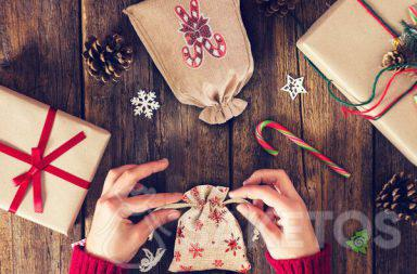 Fabric favour bags are an excellent answer to the dilemma of what to use as wrapping for Christmas presents